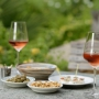 Een lekker wijntje in de tuin